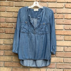 EUC V-Neck Chambray by top by Bella Dahl. Size M